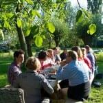 Buiten vergaderen bij Onder den Peerenboom